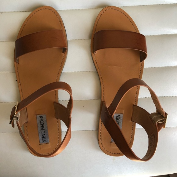 53bc6a87821 Steve Madden Donddi flat leather sandals size 9
